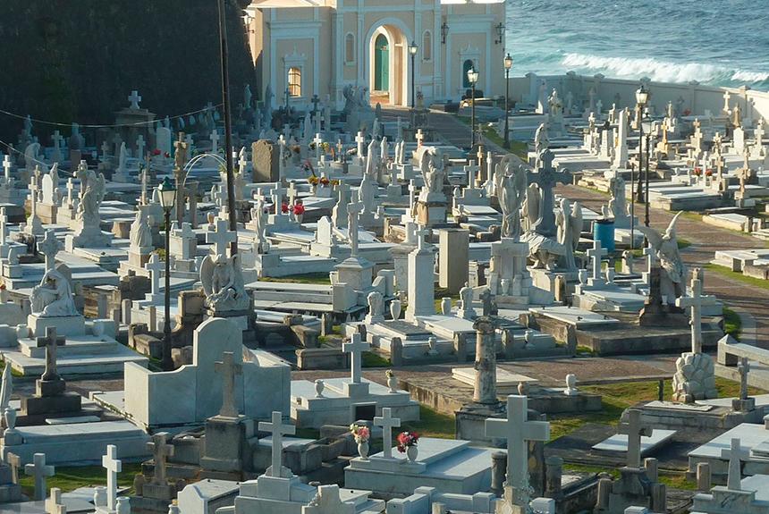 Cementerio ubicado en Massico, Campania, Italia.