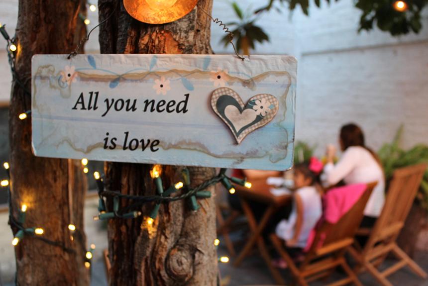 Todo lo que necesitamos es amor.